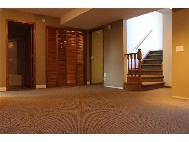 Photo 8: Photos: 31 APPLERIDGE Green SE in CALGARY: Applewood Residential Detached Single Family for sale (Calgary)  : MLS®# C3620379