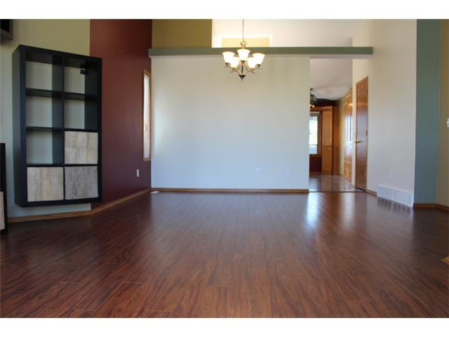 Photo 3: Photos: 31 APPLERIDGE Green SE in CALGARY: Applewood Residential Detached Single Family for sale (Calgary)  : MLS®# C3620379