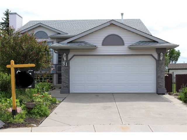 Main Photo: 31 APPLERIDGE Green SE in CALGARY: Applewood Residential Detached Single Family for sale (Calgary)  : MLS®# C3620379