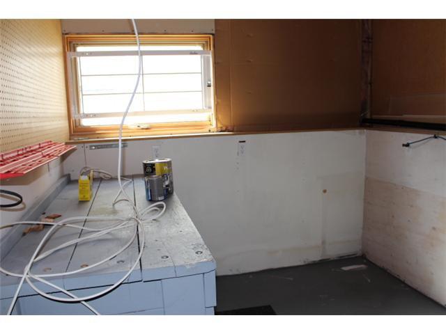 Photo 14: Photos: 31 APPLERIDGE Green SE in CALGARY: Applewood Residential Detached Single Family for sale (Calgary)  : MLS®# C3620379