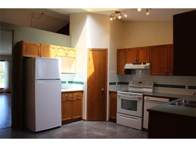 Photo 4: Photos: 31 APPLERIDGE Green SE in CALGARY: Applewood Residential Detached Single Family for sale (Calgary)  : MLS®# C3620379
