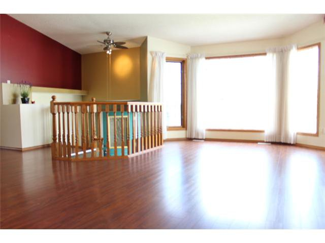 Photo 2: Photos: 31 APPLERIDGE Green SE in CALGARY: Applewood Residential Detached Single Family for sale (Calgary)  : MLS®# C3620379