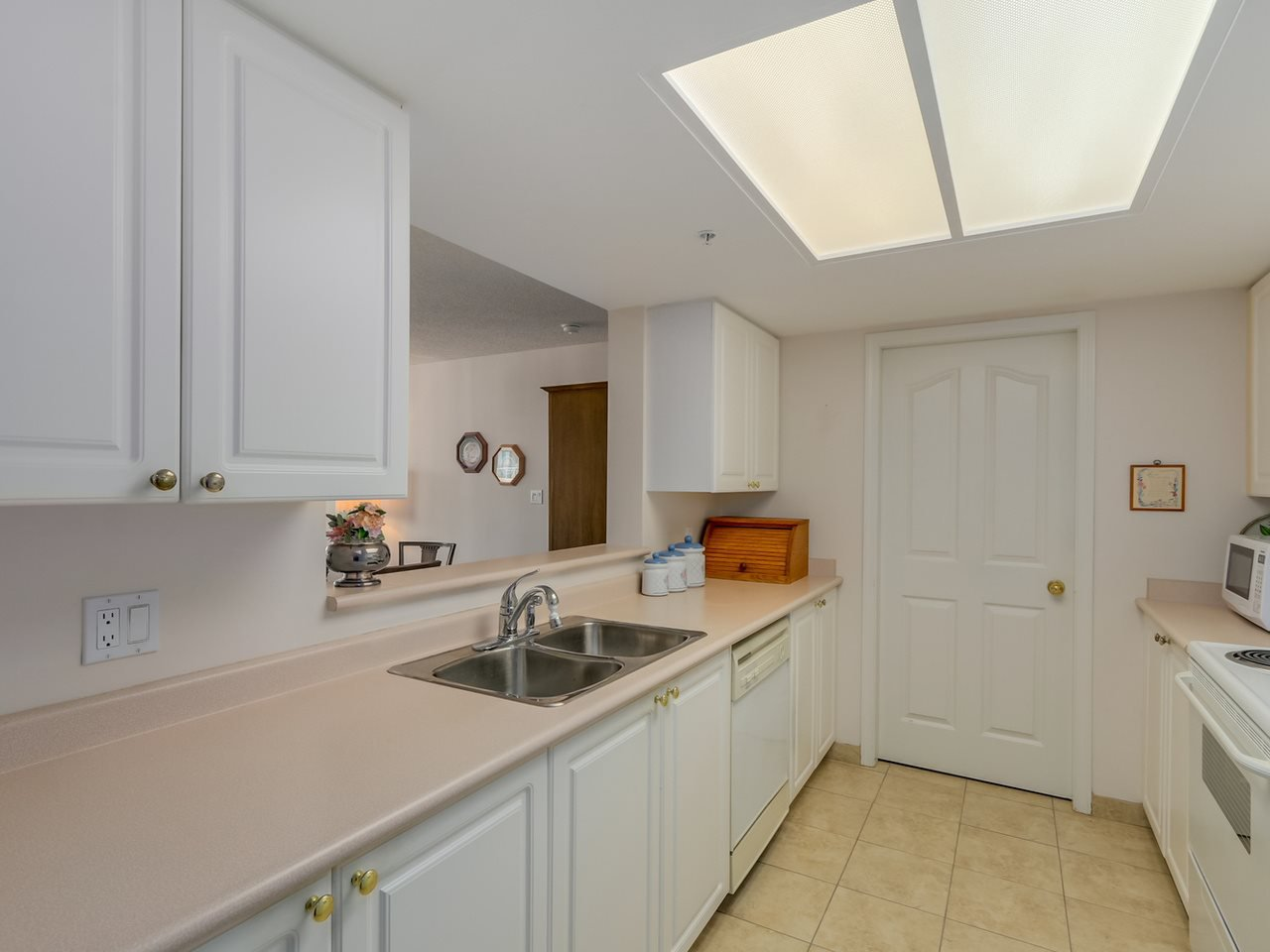 Photo 5: Photos: 403 728 PRINCESS Street in New Westminster: Uptown NW Condo for sale : MLS®# R2061685
