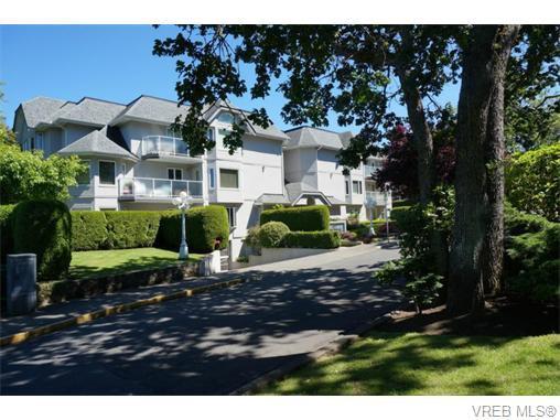 Main Photo: 102 1477 Yale St in VICTORIA: OB South Oak Bay Condo Apartment for sale (Oak Bay)  : MLS®# 745945