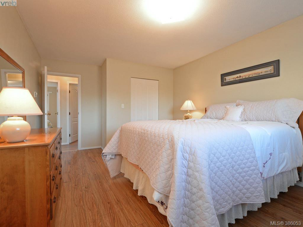 Photo 12: Photos: 11 Quincy Street in VICTORIA: VR Hospital Single Family Detached for sale (View Royal)  : MLS®# 386053