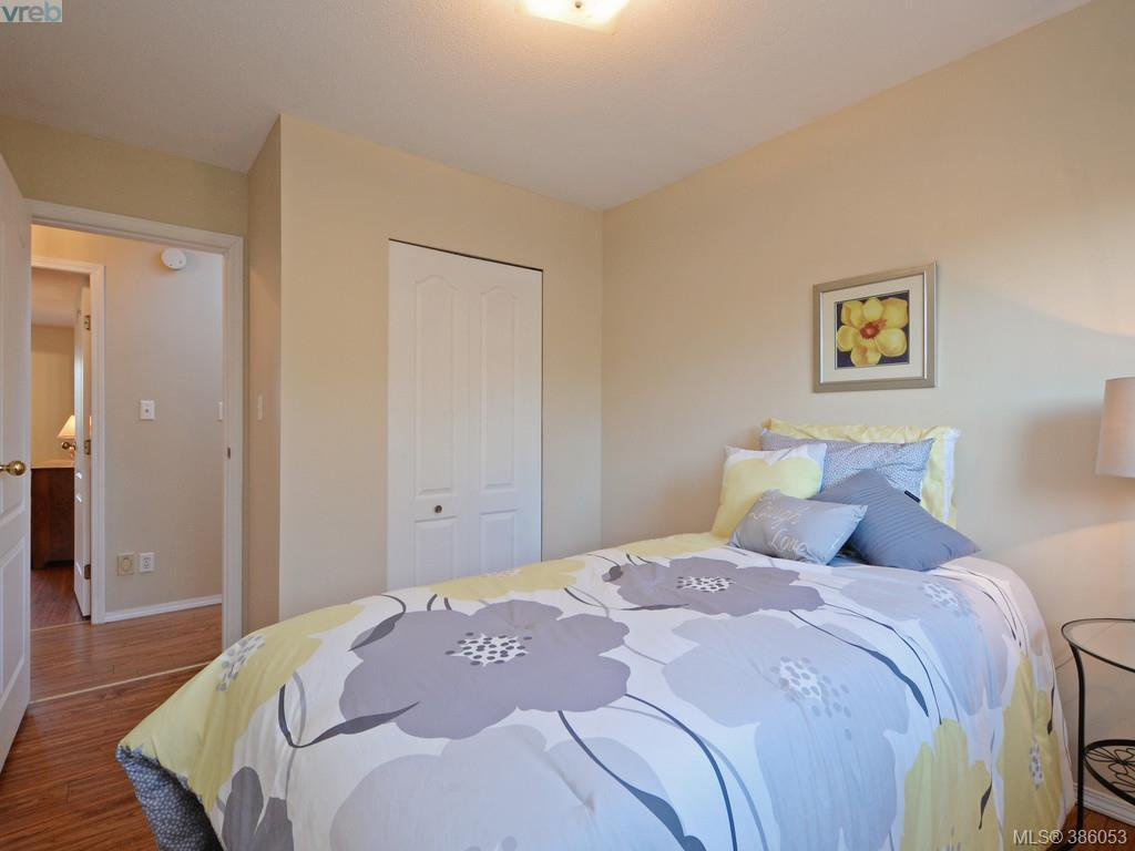 Photo 14: Photos: 11 Quincy Street in VICTORIA: VR Hospital Single Family Detached for sale (View Royal)  : MLS®# 386053