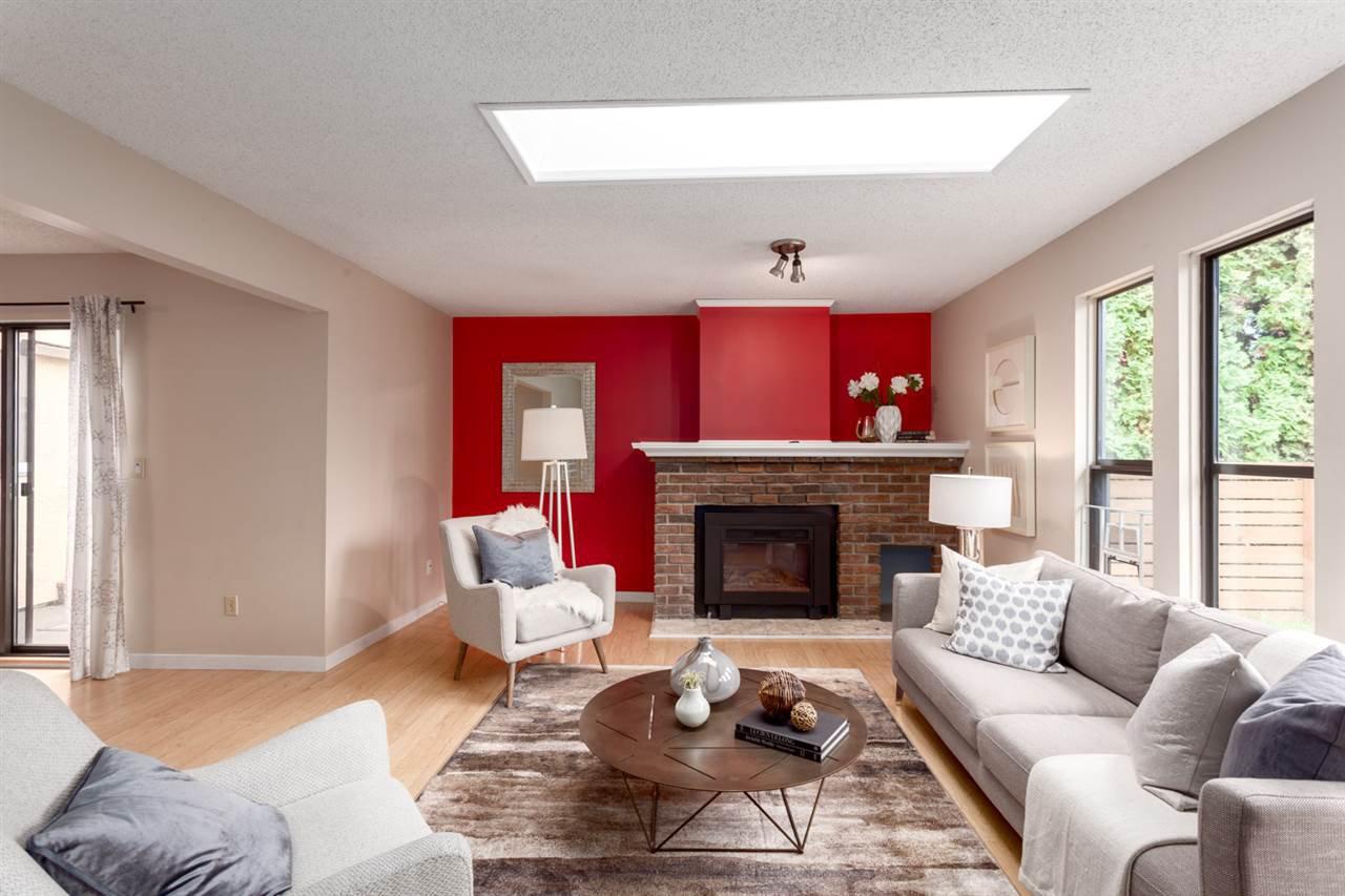 Main Photo: 1110 E 15TH Avenue in Vancouver: Mount Pleasant VE House 1/2 Duplex for sale (Vancouver East)  : MLS®# R2255006