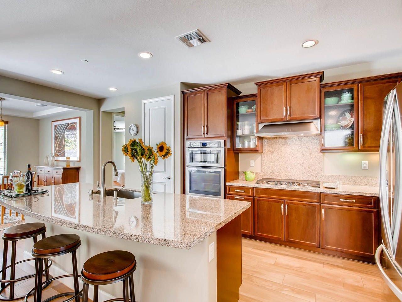 Main Photo: VISTA House for sale : 6 bedrooms : 443 Machado