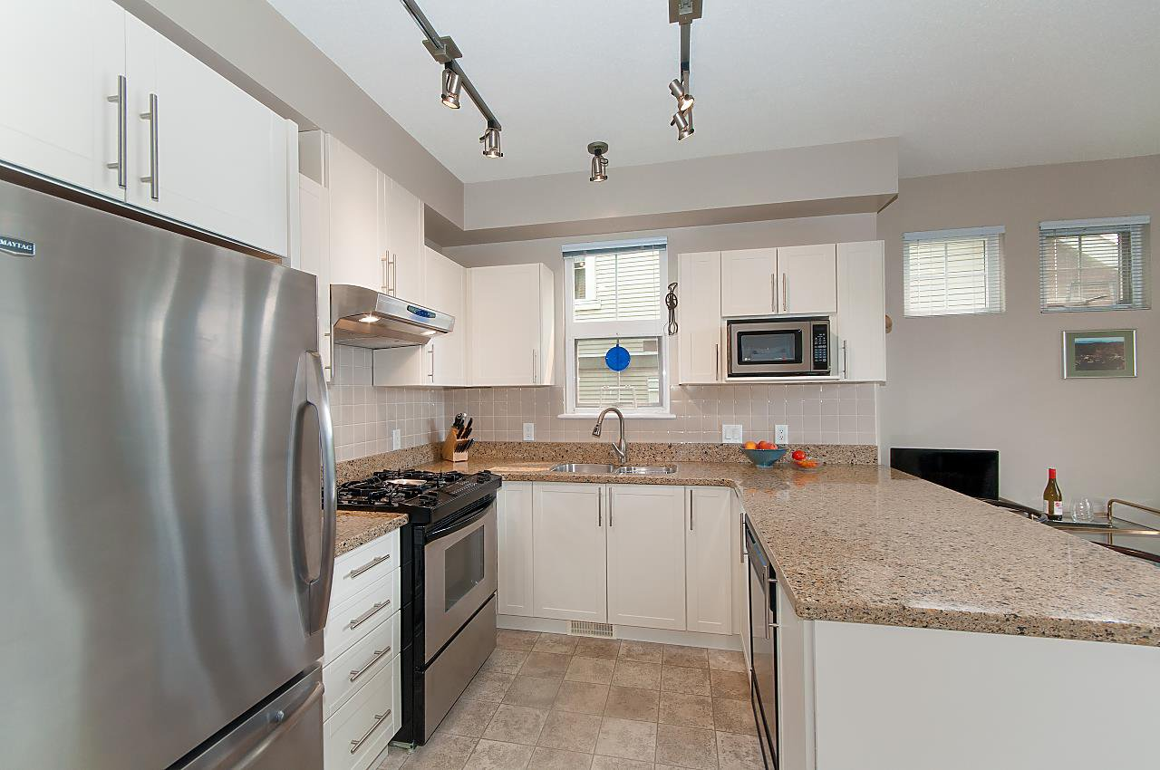 """Photo 2: Photos: 4 2978 WHISPER Way in Coquitlam: Westwood Plateau Townhouse for sale in """"WHISPER RIDGE"""" : MLS®# R2300463"""