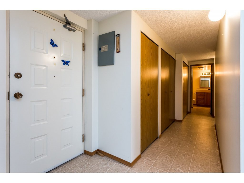 Photo 11: Photos: 305 31955 OLD YALE Road in Abbotsford: Abbotsford West Condo for sale : MLS®# R2311478