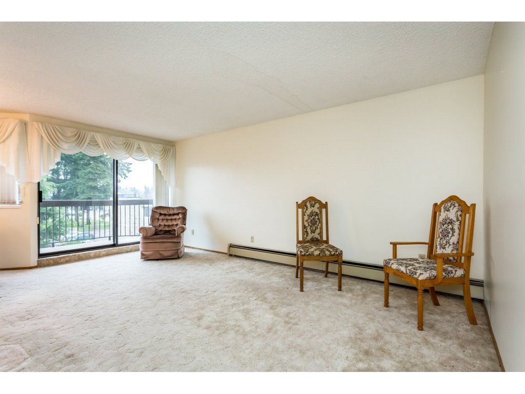 Photo 5: Photos: 305 31955 OLD YALE Road in Abbotsford: Abbotsford West Condo for sale : MLS®# R2311478