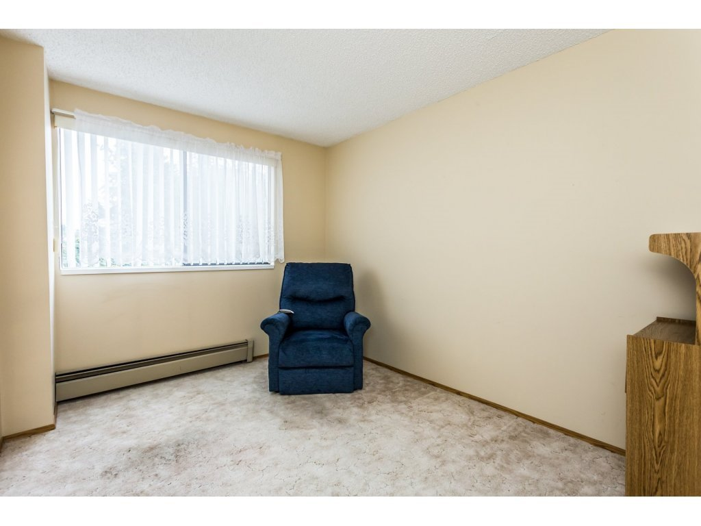 Photo 10: Photos: 305 31955 OLD YALE Road in Abbotsford: Abbotsford West Condo for sale : MLS®# R2311478
