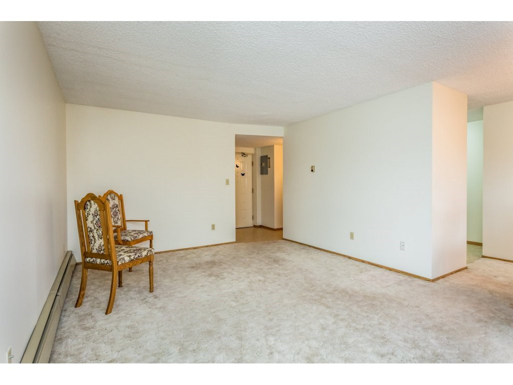 Photo 6: Photos: 305 31955 OLD YALE Road in Abbotsford: Abbotsford West Condo for sale : MLS®# R2311478