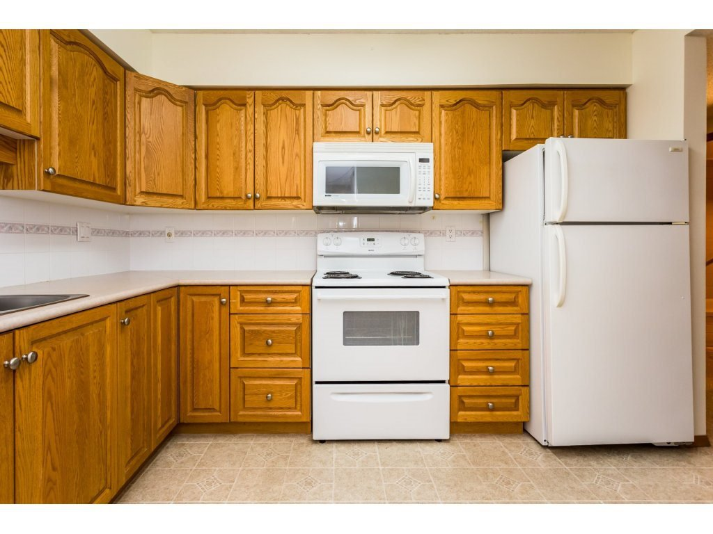 Photo 2: Photos: 305 31955 OLD YALE Road in Abbotsford: Abbotsford West Condo for sale : MLS®# R2311478