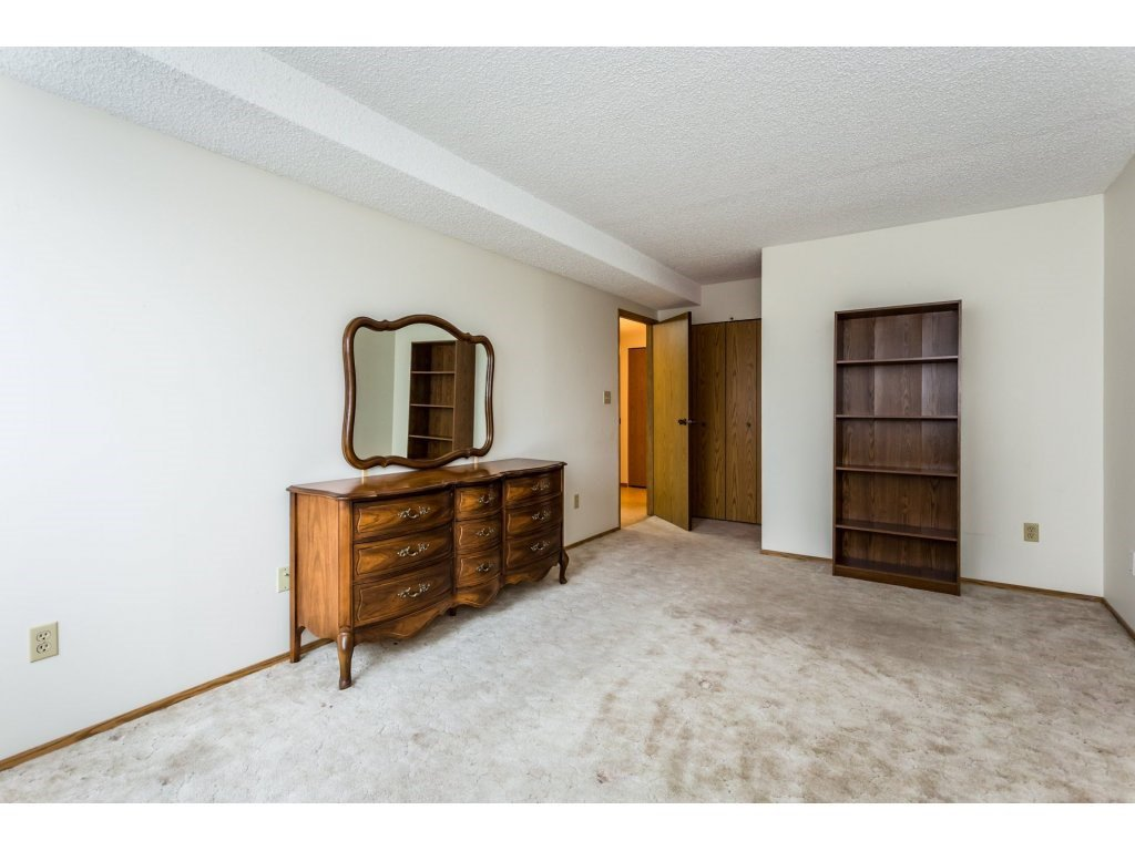 Photo 8: Photos: 305 31955 OLD YALE Road in Abbotsford: Abbotsford West Condo for sale : MLS®# R2311478