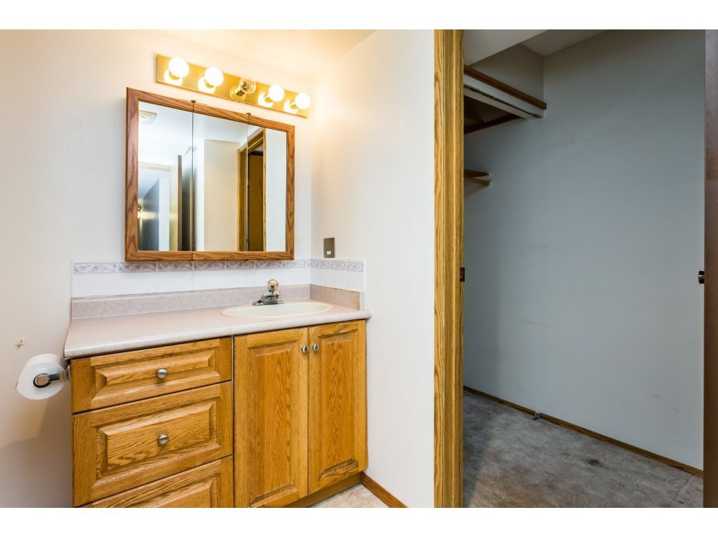 Photo 9: Photos: 305 31955 OLD YALE Road in Abbotsford: Abbotsford West Condo for sale : MLS®# R2311478