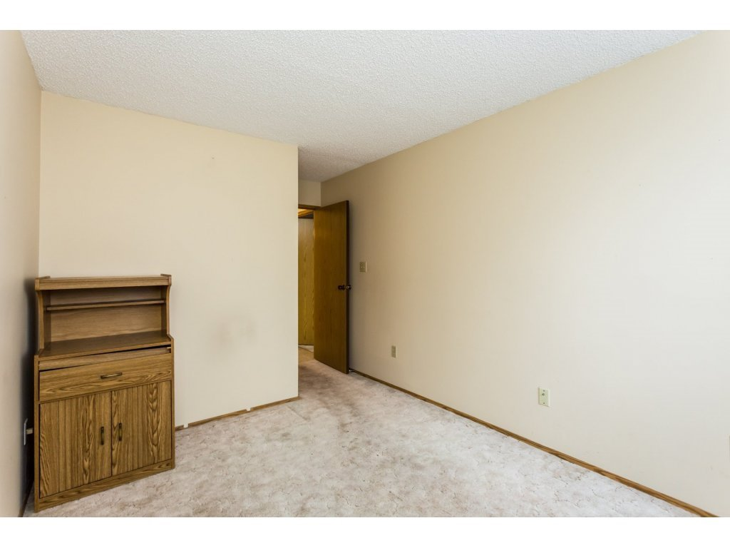 Photo 12: Photos: 305 31955 OLD YALE Road in Abbotsford: Abbotsford West Condo for sale : MLS®# R2311478