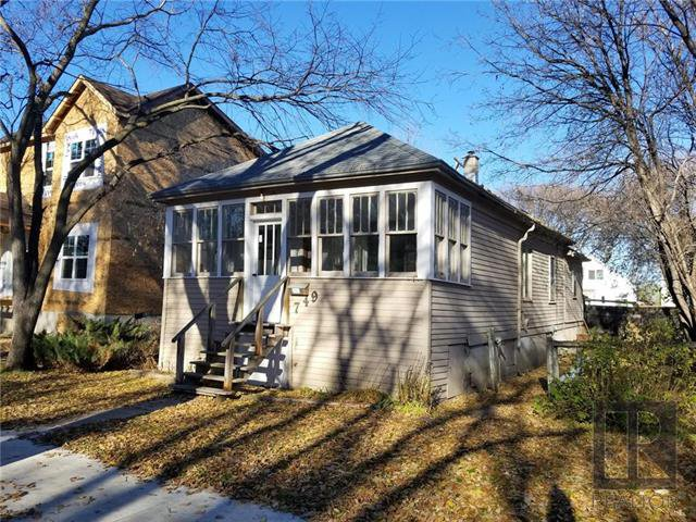Photo 2: Photos: 749 Rathgar Avenue in Winnipeg: Lord Roberts Residential for sale (1Aw)  : MLS®# 1828305