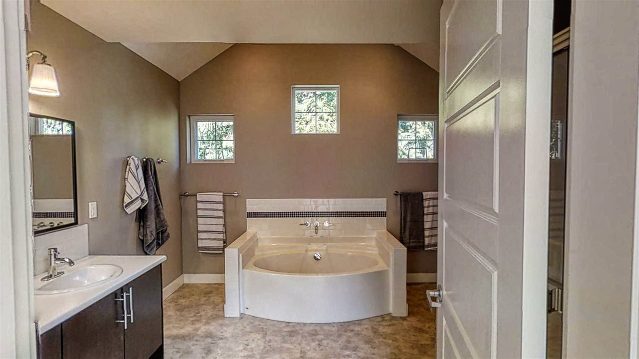 "Photo 13: Photos: 8116 SOUTHWOOD Road in Halfmoon Bay: Halfmn Bay Secret Cv Redroofs House for sale in ""WELCOME WOODS"" (Sunshine Coast)  : MLS®# R2375483"