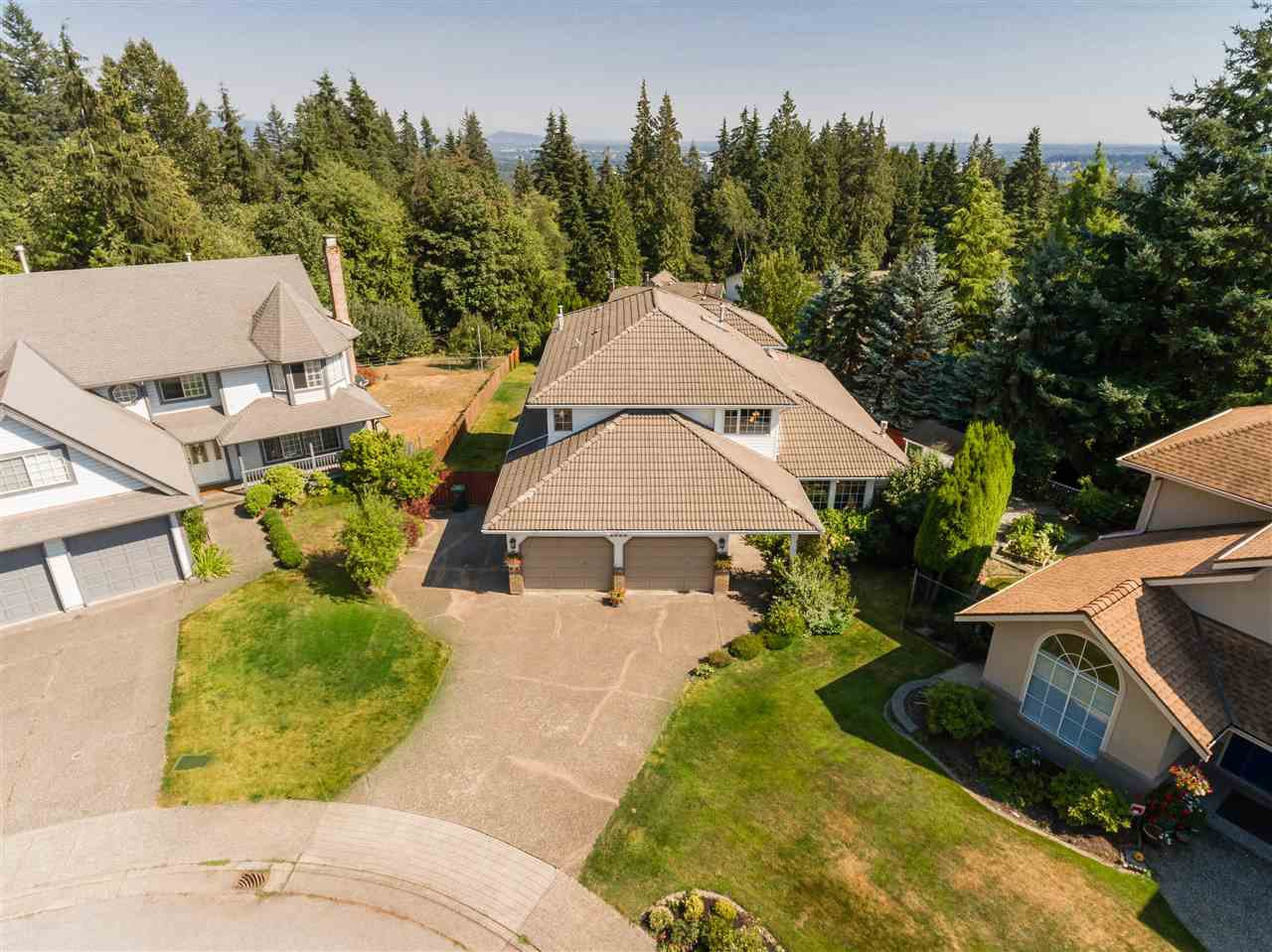 Main Photo: 2620 UPLANDS Court in Coquitlam: Upper Eagle Ridge House for sale : MLS®# R2379562