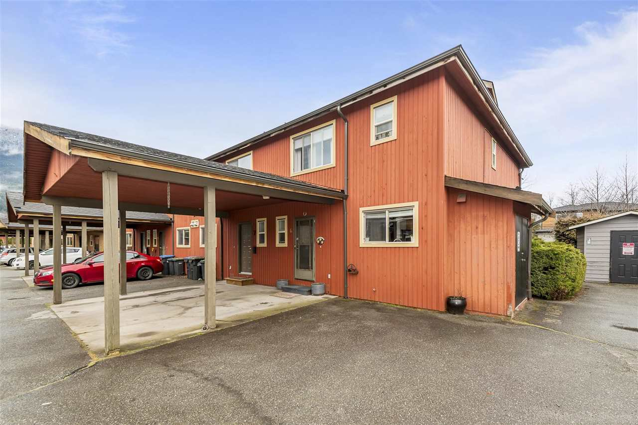 """Main Photo: 6 41450 GOVERNMENT Road in Squamish: Brackendale Townhouse for sale in """"Eagleview Place"""" : MLS®# R2442728"""