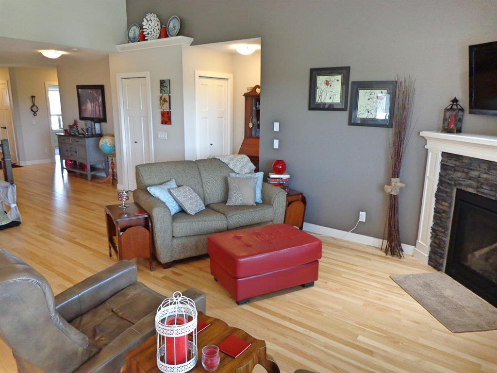 Photo 10: Photos: 93 Deer Coulee Drive in Didsbury: NONE Residential for sale : MLS®# A1005988
