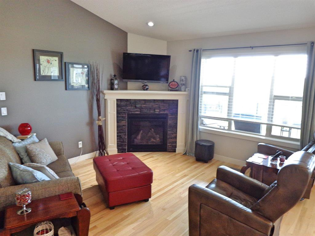 Photo 9: Photos: 93 Deer Coulee Drive in Didsbury: NONE Residential for sale : MLS®# A1005988