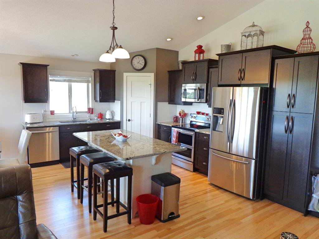 Photo 2: Photos: 93 Deer Coulee Drive in Didsbury: NONE Residential for sale : MLS®# A1005988
