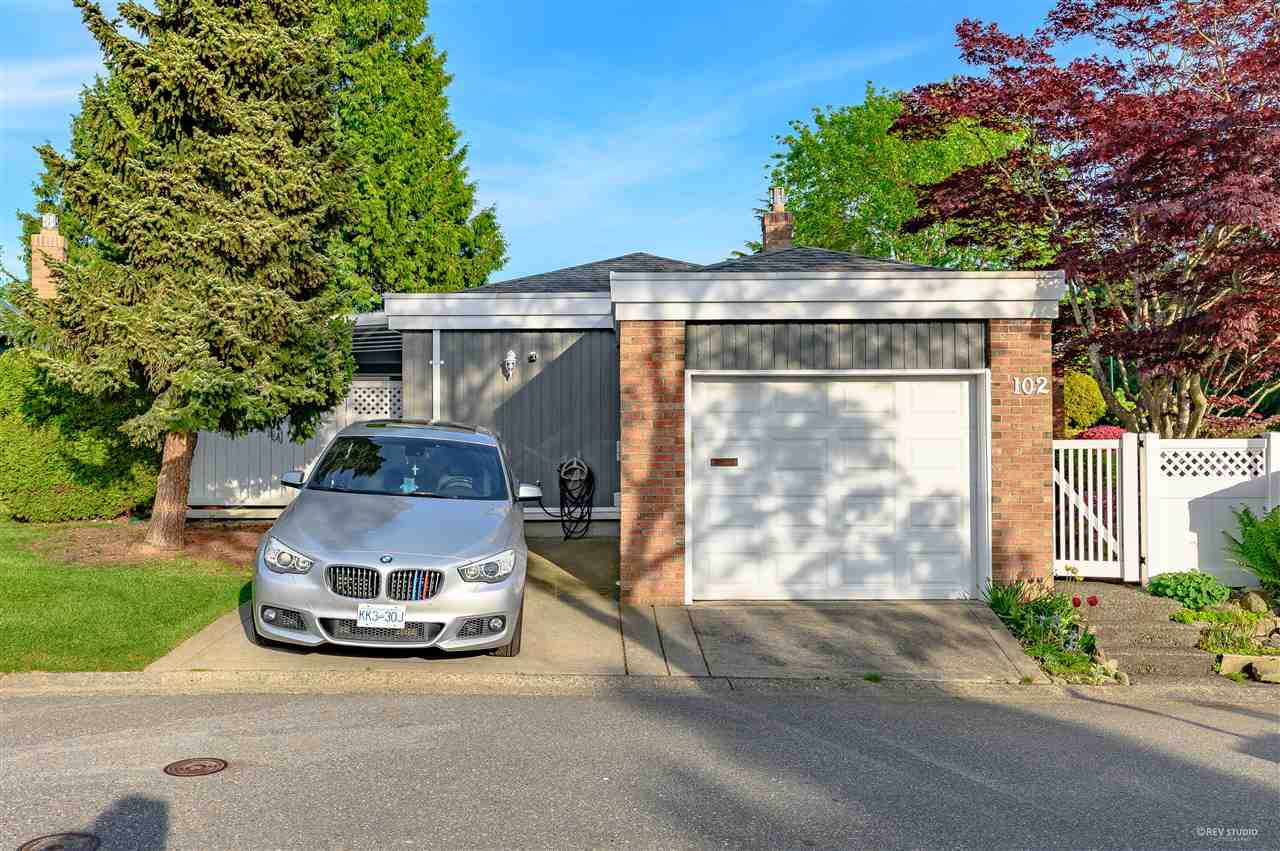 Main Photo: 102 14271 18A Avenue in Surrey: Sunnyside Park Surrey Townhouse for sale (South Surrey White Rock)  : MLS®# R2496480