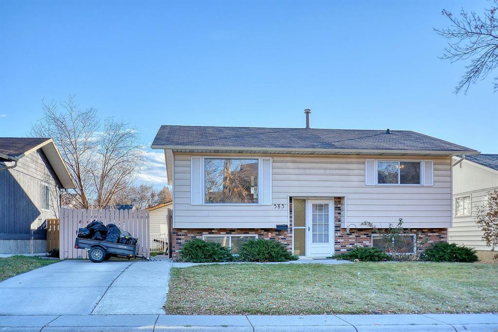 Main Photo: 383 Templeside Circle NE in Calgary: Temple Detached for sale : MLS®# A1045031