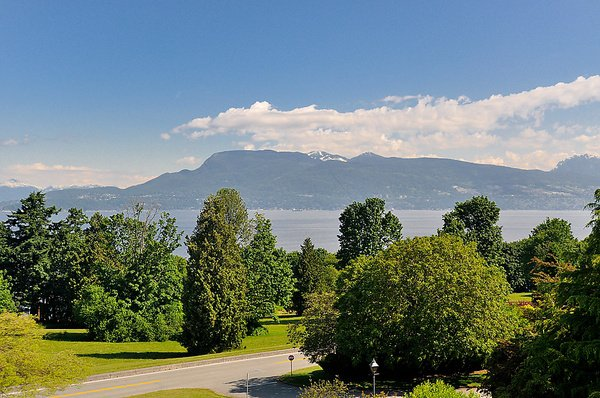 Photo 3: Photos: 5747 NEWTON WYND in Vancouver: University VW House for sale (Vancouver West)  : MLS®# V896524
