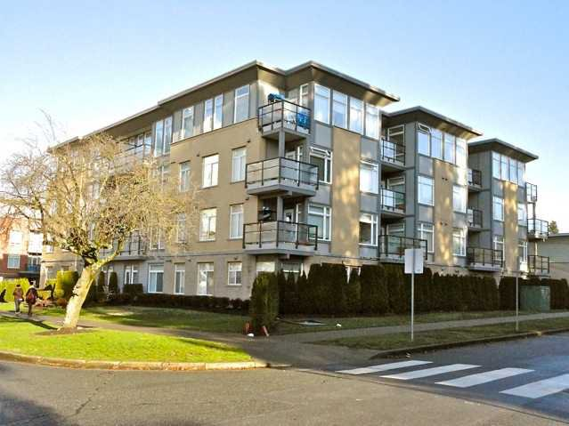 """Main Photo: 106 5692 KINGS Road in Vancouver: University VW Condo for sale in """"GALLERIA"""" (Vancouver West)  : MLS®# V922434"""