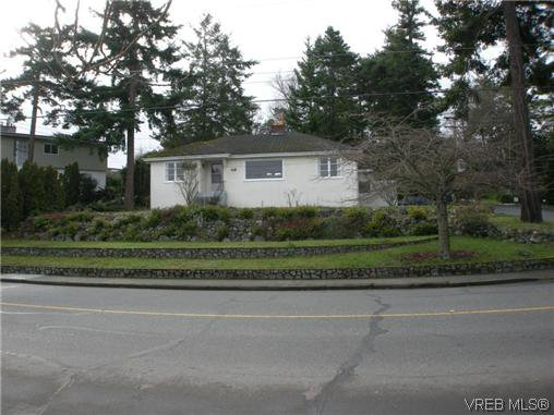 Main Photo: 1477 Fairfield Rd in Victoria: Vi Fairfield West Single Family Detached for sale : MLS®# 303913