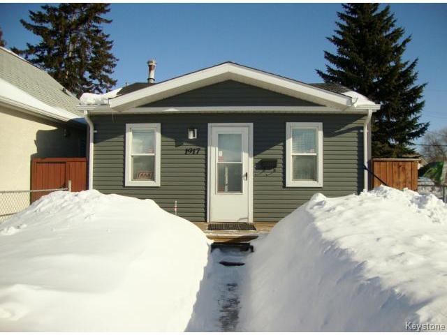 Main Photo: 1917 ROSS Avenue in WINNIPEG: Brooklands / Weston Residential for sale (West Winnipeg)  : MLS®# 1403163