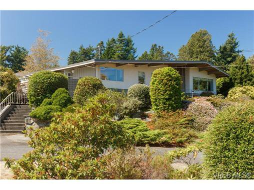 Main Photo: 2351 Arbutus Rd in VICTORIA: SE Arbutus Single Family Detached for sale (Saanich East)  : MLS®# 714488