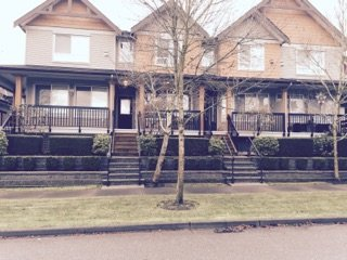 "Main Photo: 32 16772 61 Avenue in Surrey: Cloverdale BC Townhouse for sale in ""Laredo"" (Cloverdale)  : MLS®# R2018427"