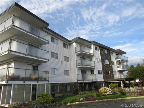 Main Photo: 203 848 Esquimalt Rd in VICTORIA: Es Old Esquimalt Condo Apartment for sale (Esquimalt)  : MLS®# 725551