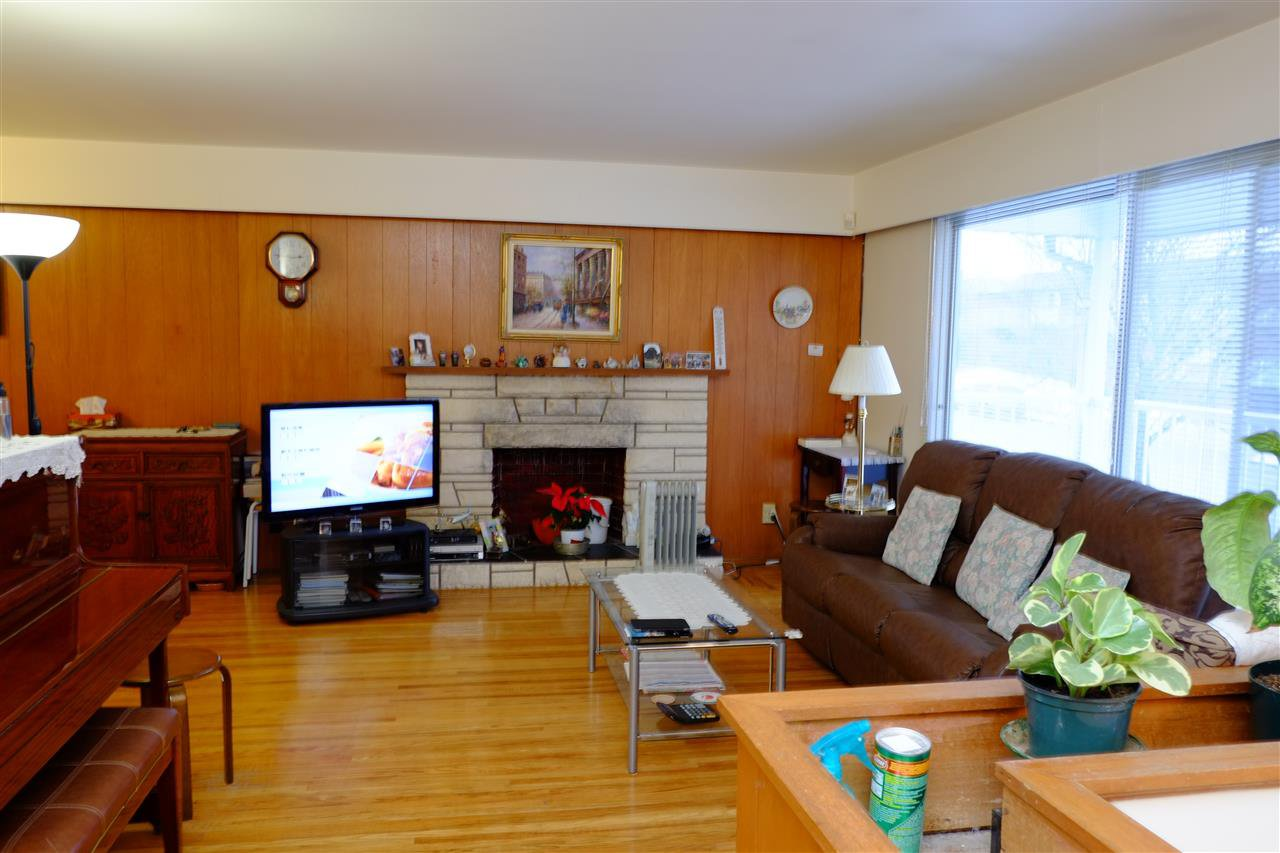Photo 3: Photos: 2633 E 48TH Avenue in Vancouver: Killarney VE House for sale (Vancouver East)  : MLS®# R2131714