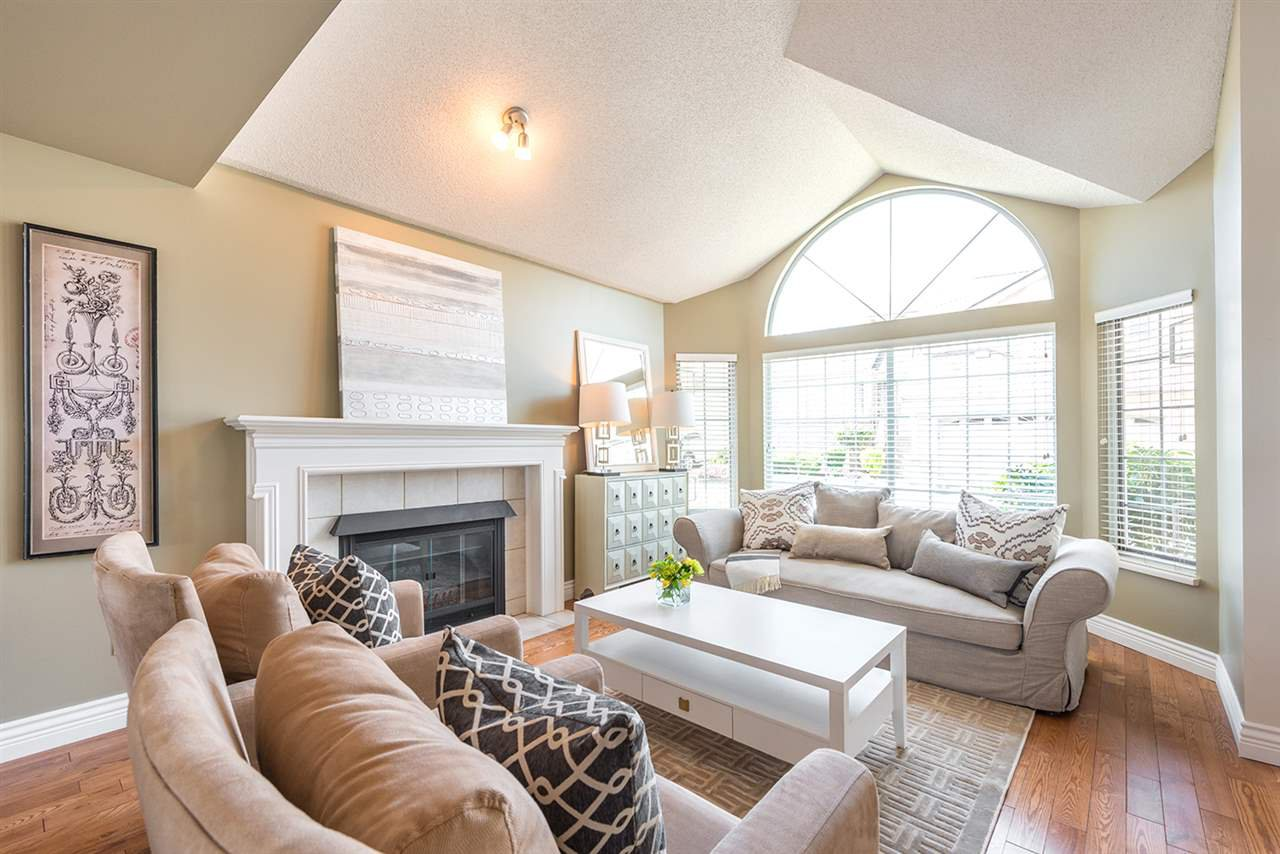 "Main Photo: 429A BROMLEY Street in Coquitlam: Coquitlam East Townhouse for sale in ""SOUTHVIEW ESTATES"" : MLS®# R2164499"