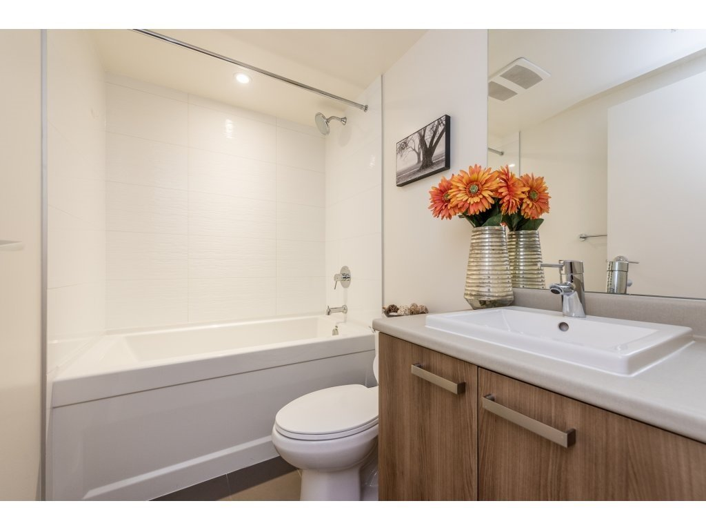 "Photo 5: Photos: 712 13325 102A Avenue in Surrey: Whalley Condo for sale in ""ULTRA"" (North Surrey)  : MLS®# R2166205"