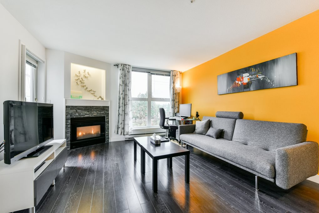 "Main Photo: 308 1519 GRANT Avenue in Port Coquitlam: Glenwood PQ Condo for sale in ""The Beacon"" : MLS®# R2319380"