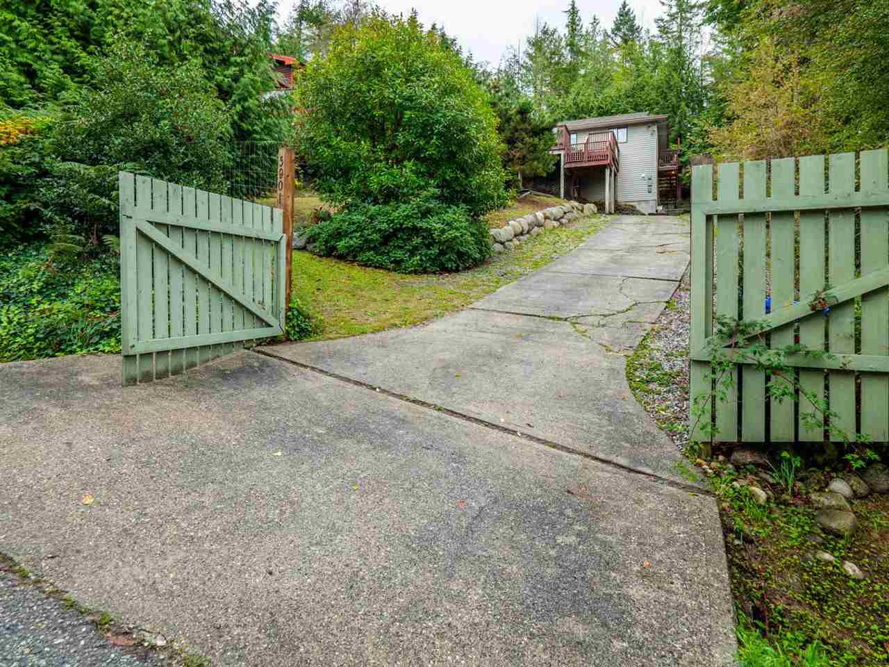 Main Photo: 5901 SKOOKUMCHUK Road in Sechelt: Sechelt District House for sale (Sunshine Coast)  : MLS®# R2400801