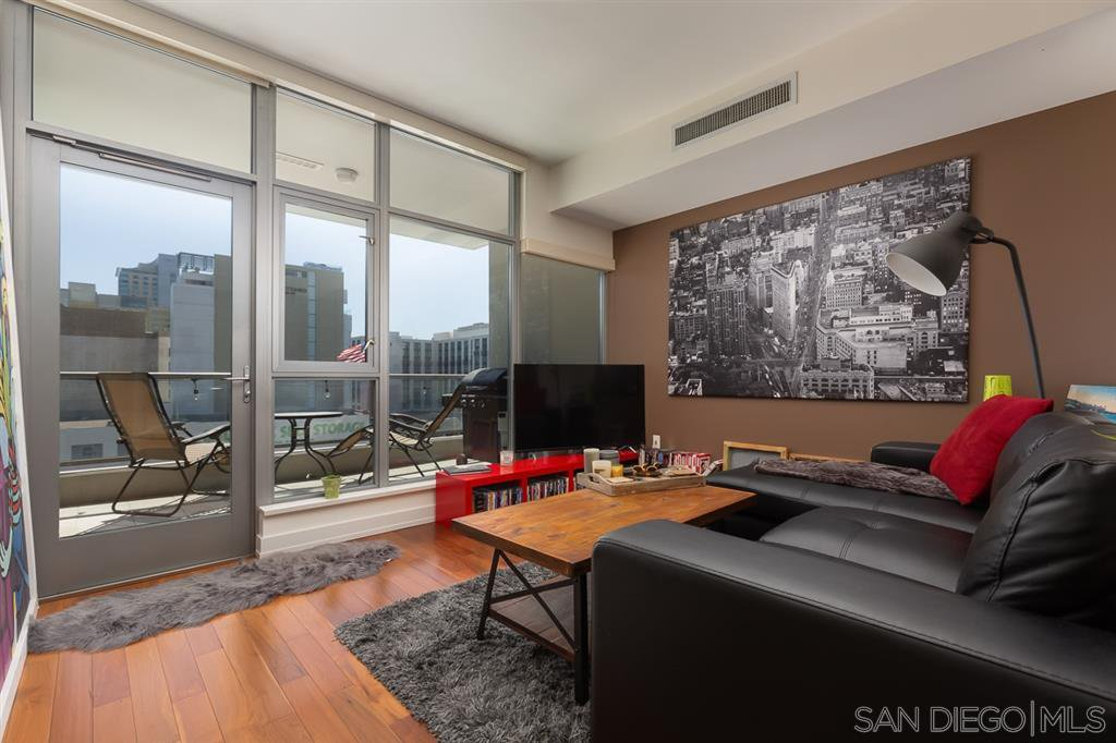 Main Photo: DOWNTOWN Condo for sale : 1 bedrooms : 575 6Th Ave #605 in San Diego