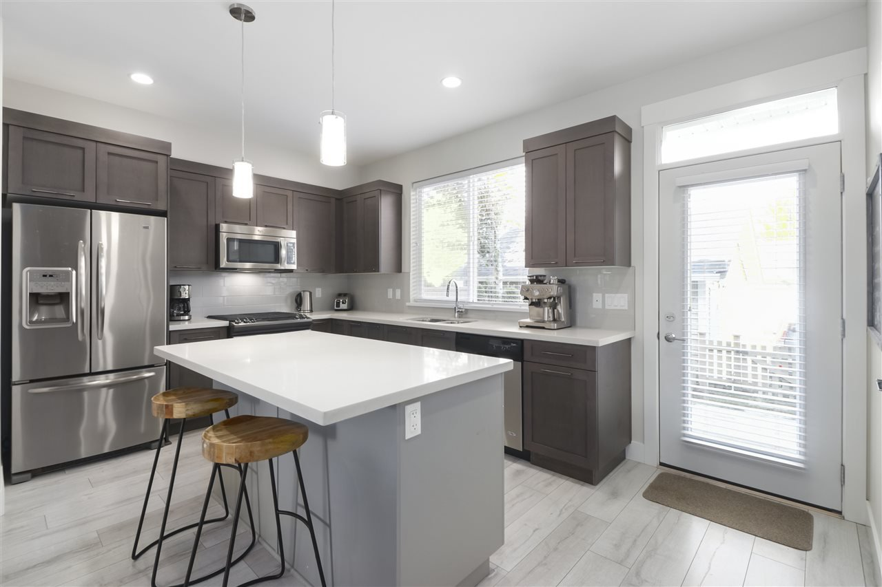 """Photo 9: Photos: 20573 84 Avenue in Langley: Willoughby Heights Condo for sale in """"PARKSIDE"""" : MLS®# R2459642"""