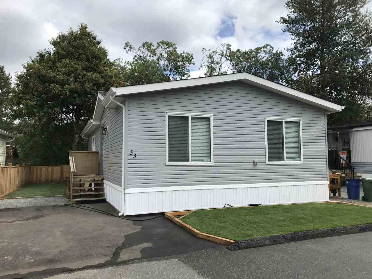"""Main Photo: 33 3300 HORN Street in Abbotsford: Central Abbotsford Manufactured Home for sale in """"Georgian Park"""" : MLS®# R2472022"""