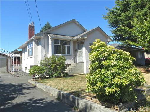 Main Photo: 3456 Calumet Ave in VICTORIA: SE Quadra Single Family Detached for sale (Saanich East)  : MLS®# 686491
