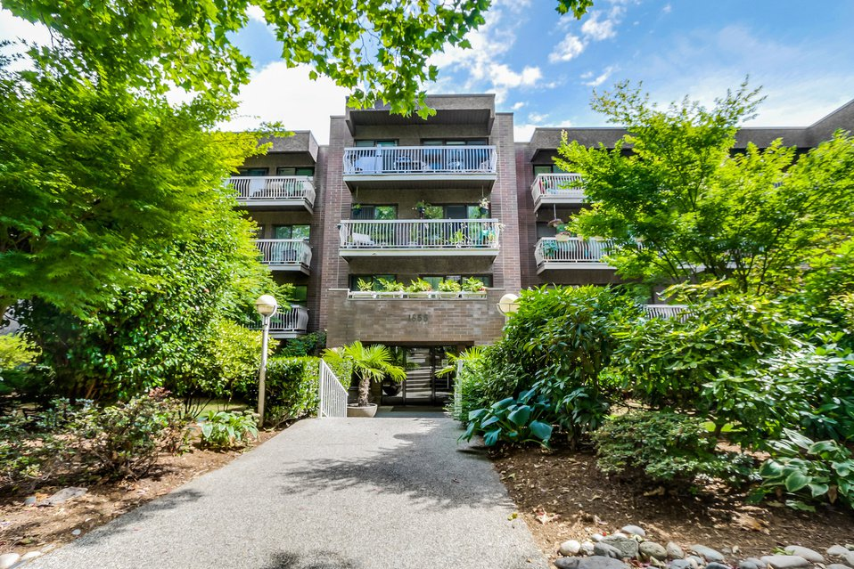 "Main Photo: 419 1655 NELSON Street in Vancouver: West End VW Condo for sale in ""Hempstead Manor"" (Vancouver West)  : MLS®# V1135578"
