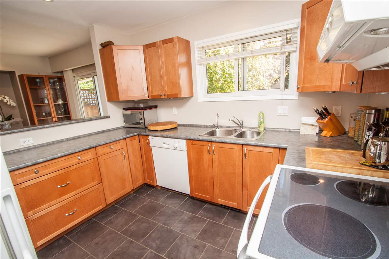 """Photo 10: Photos: 953 DRAYTON Street in North Vancouver: Calverhall House for sale in """"CALVERHALL"""" : MLS®# R2112322"""