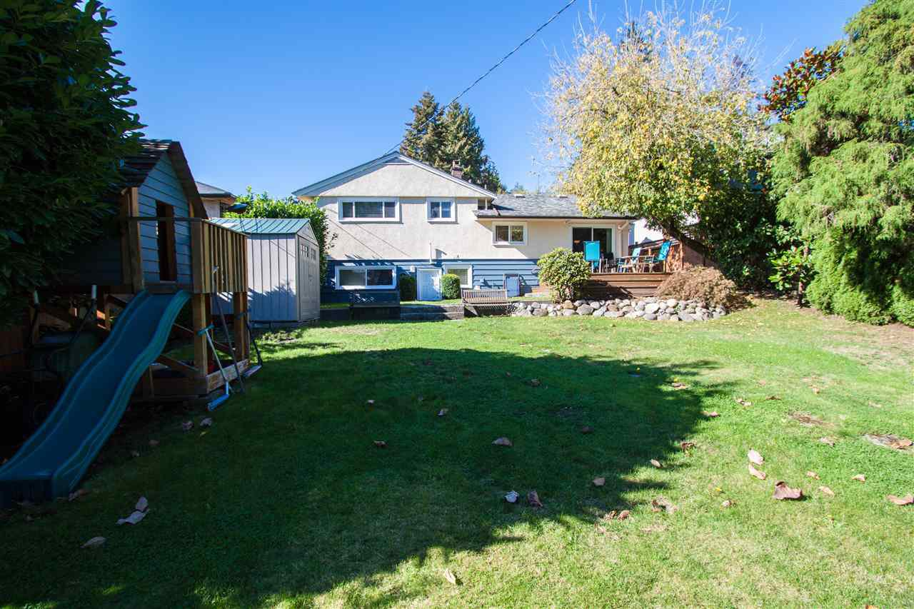 """Photo 3: Photos: 953 DRAYTON Street in North Vancouver: Calverhall House for sale in """"CALVERHALL"""" : MLS®# R2112322"""