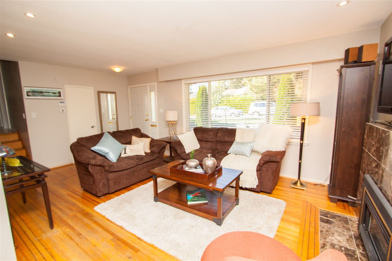 """Photo 6: Photos: 953 DRAYTON Street in North Vancouver: Calverhall House for sale in """"CALVERHALL"""" : MLS®# R2112322"""